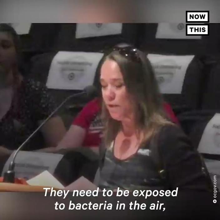 有市民認為,應該讓小孩們在空氣中接觸細菌(bacteria)。網上圖片