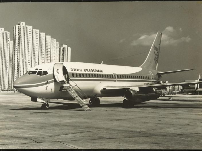 曹光彪與船王包玉剛、霍英東及中資機構組成的公司,1985年5月創立港龍航空