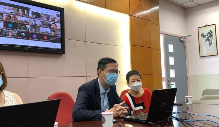 教育局局長楊潤雄,十分關心學生網上學習的情況。