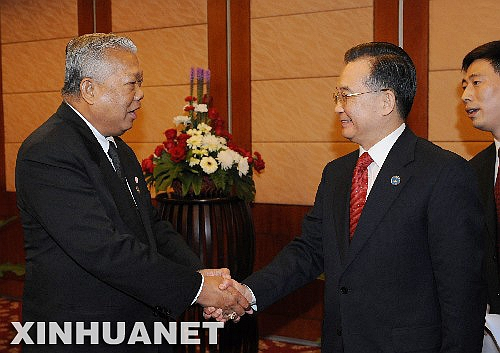2008年泰國總理(左)在老撾與溫家寶會面。