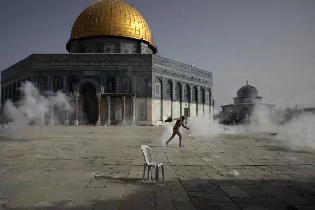 硝煙下的耶路撒冷聖殿山一角。