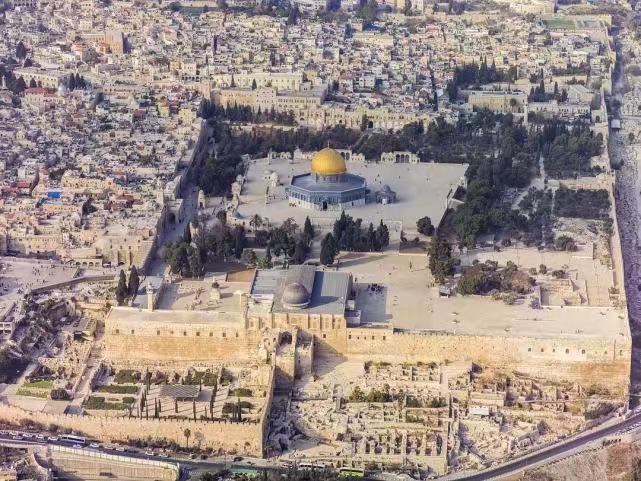 俯瞰聖殿山,穆斯林稱「尊貴禁地」。