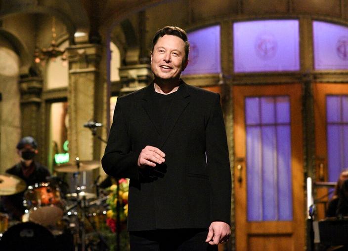 馬斯克周末上NBC綜藝節目,真正做到分分鐘上落幾十萬。(AP圖片)