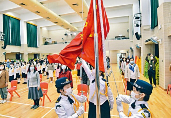 學校應建立關懷及愛護祖國的文化。