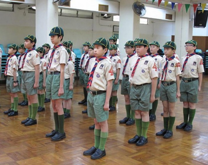 參加制服團隊如童軍,有助培養學生的紀律精神。資料圖片