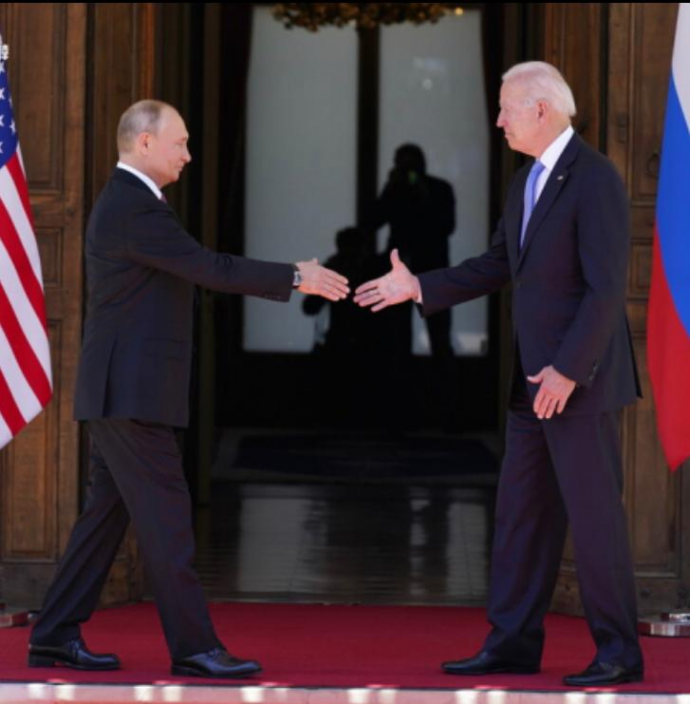 兩人見面直接握手。