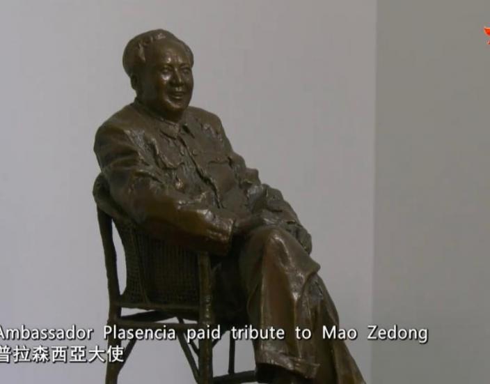 普拉金西亞大使官邸的毛澤東雕像。
