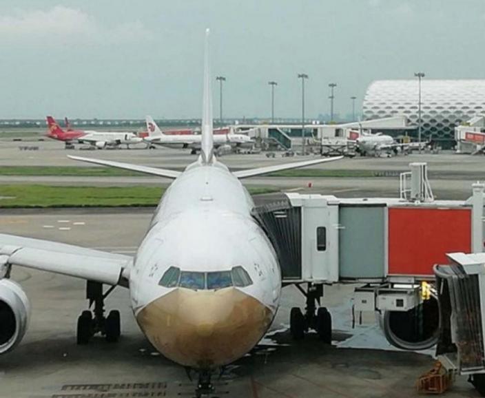 因為CA868航班的疫情,往來深圳很多航班被取消。
