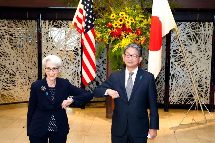 謝爾曼7月20日與日本外務省副大臣森喜朗會面。AP圖片