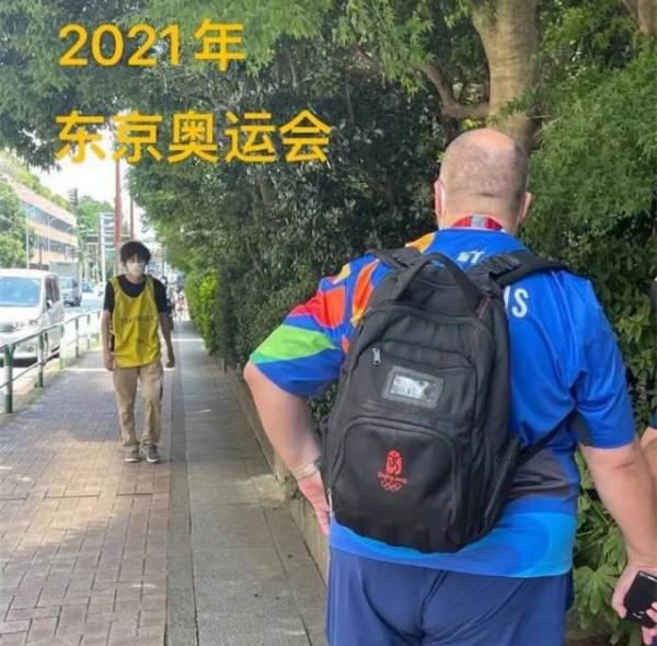 記者在東京街頭偶遇北京奧運會背囊。
