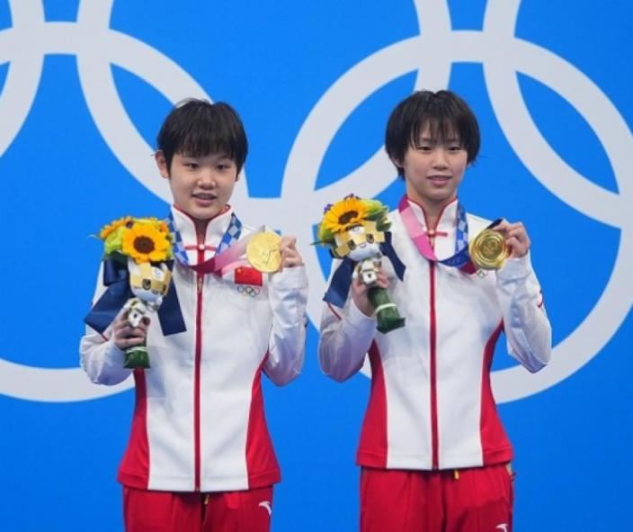 中國跳水小將張家齊(左)、陳芋汐(右)。