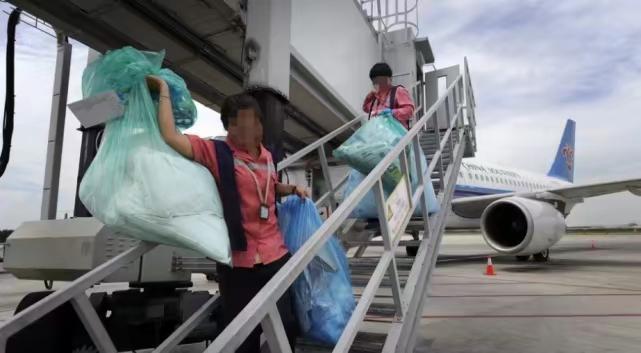 機場保潔工。