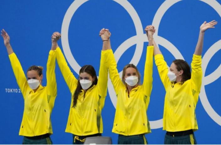 澳洲女子泳隊在女子4×100米自由泳接力,以超逾3秒的優勢強勢奪金。
