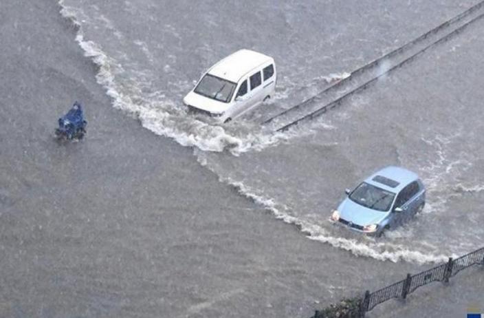 鄭州市多地水淹,郭家咀水庫現險情。