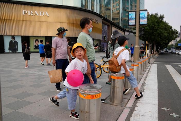 城市化讓內地中產興起,但也帶來教育問題。(AP圖片)