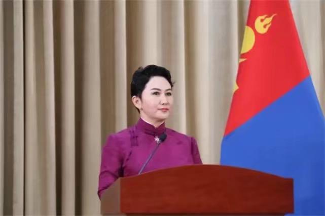 蒙古國外長巴特策策格訪問中國。