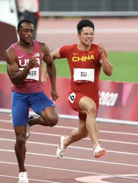 蘇炳添跑贏黑人選手。