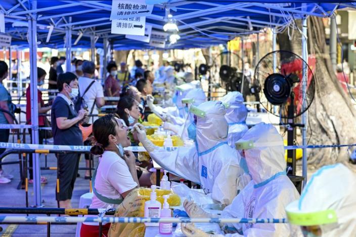 6月10日,廣州荔灣開展非封閉和非封控管理區域新一輪全員核酸檢測。
