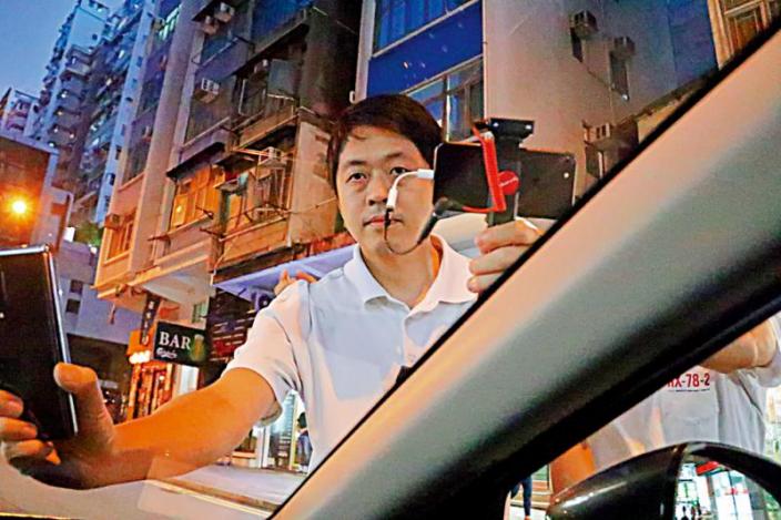 許智峯2020年8月14日晚涉嫌非法禁錮《大公報》記者。大公報圖片