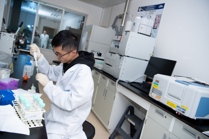 澳大中華醫藥研究院致力融合現代生物醫學及中醫藥精華。澳門政府官網圖片