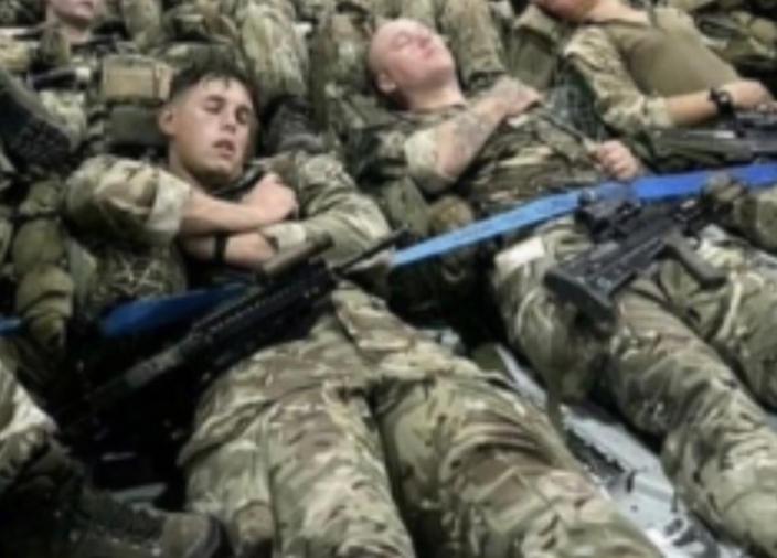 美國將軍沒有理由分不清英國的SA80步槍。