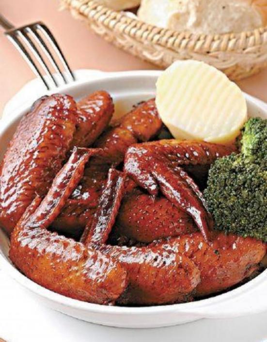 瑞士雞翼是太平館餐廳的發明。