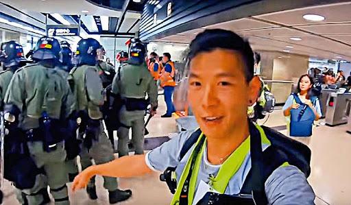 加拿大籍華裔網紅Toby Gu到示威現場拍攝。大公報圖片