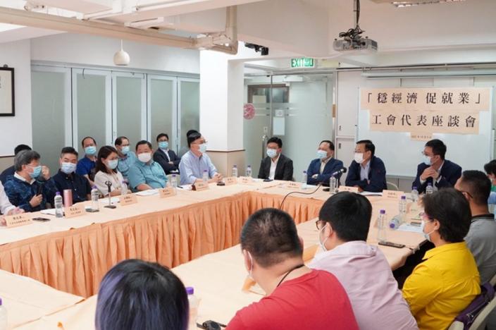 香港中聯辦副主任與基層工友互動交流。