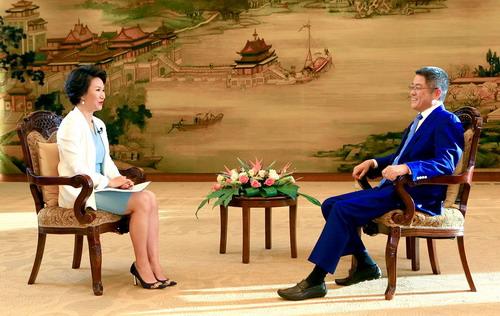 外交部副部長樂玉成接受中國國際電視台專訪。外交部圖片