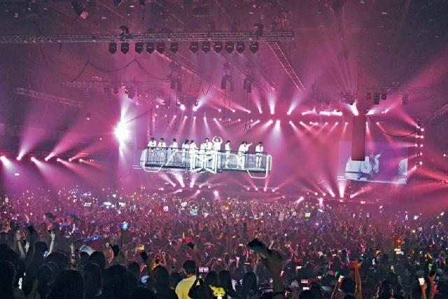MIRROR首場演唱會 花姐畀60分 姜濤有緋聞女友伴舞 被「鏡粉」感動眼濕濕