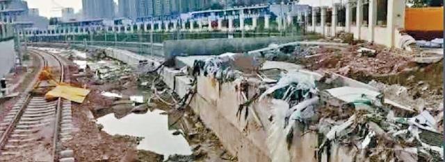 鄭州地鐵遇難者「頭七」 民眾「五號線」獻花悼念