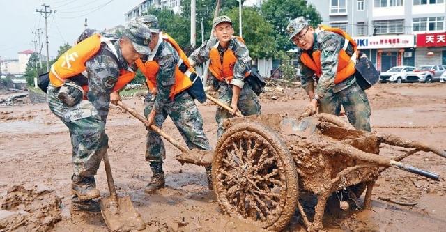 河南水災仍有五人失蹤   逾八成公共交通已恢復