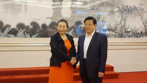 鄭若驊與公安部部長趙克志會晤,介紹《香港國安法》在香港落實後的最新情況。 (政府新聞處)