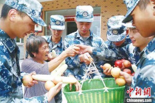 浙江麗水「老娘」送菜56載 與官兵軍民魚水情