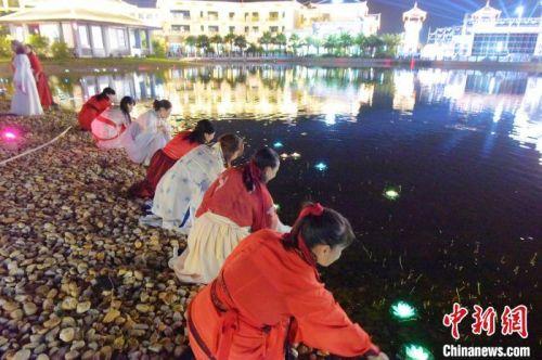 廣西合浦:月餅小鎮點燈開園 點亮月餅文化之光