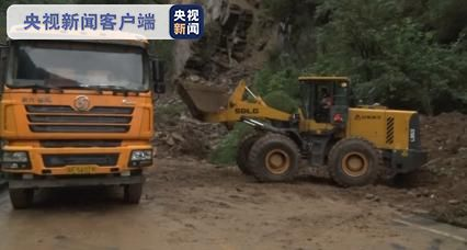 漢陰一路段發生大面積山體滑坡 相關部門正緊急搶修