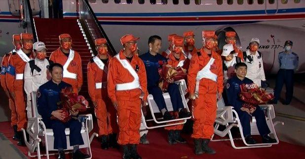 三名航天員身體狀況良好,他們晚上飛抵北京,需要接受隔離觀察,並補充營養,調節身體機能等。