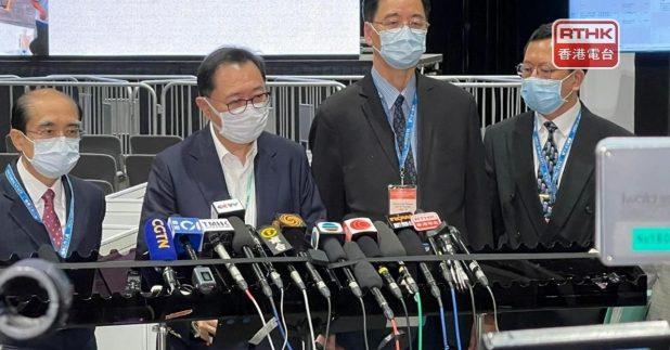 選管會主席馮驊表示,運送票箱及點票過程不理想。(杜雅莉攝)